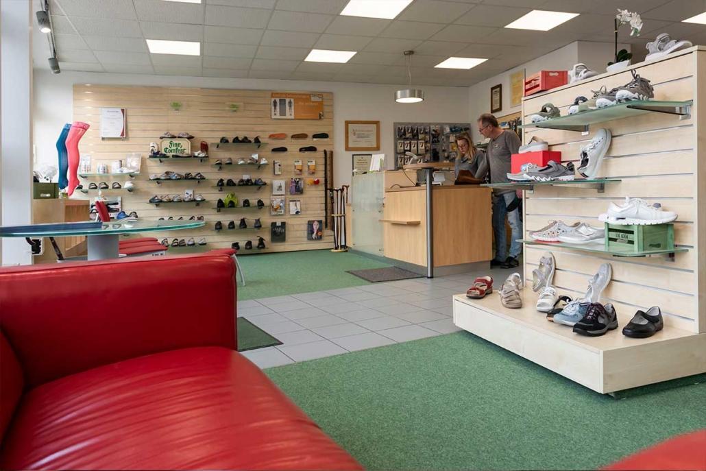 Schuh Galerie RÄUMUNGSVERKAUF im Rieker und ara Shop
